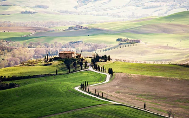 4 Practical Things To Consider Before You Go For Tours In Tuscany