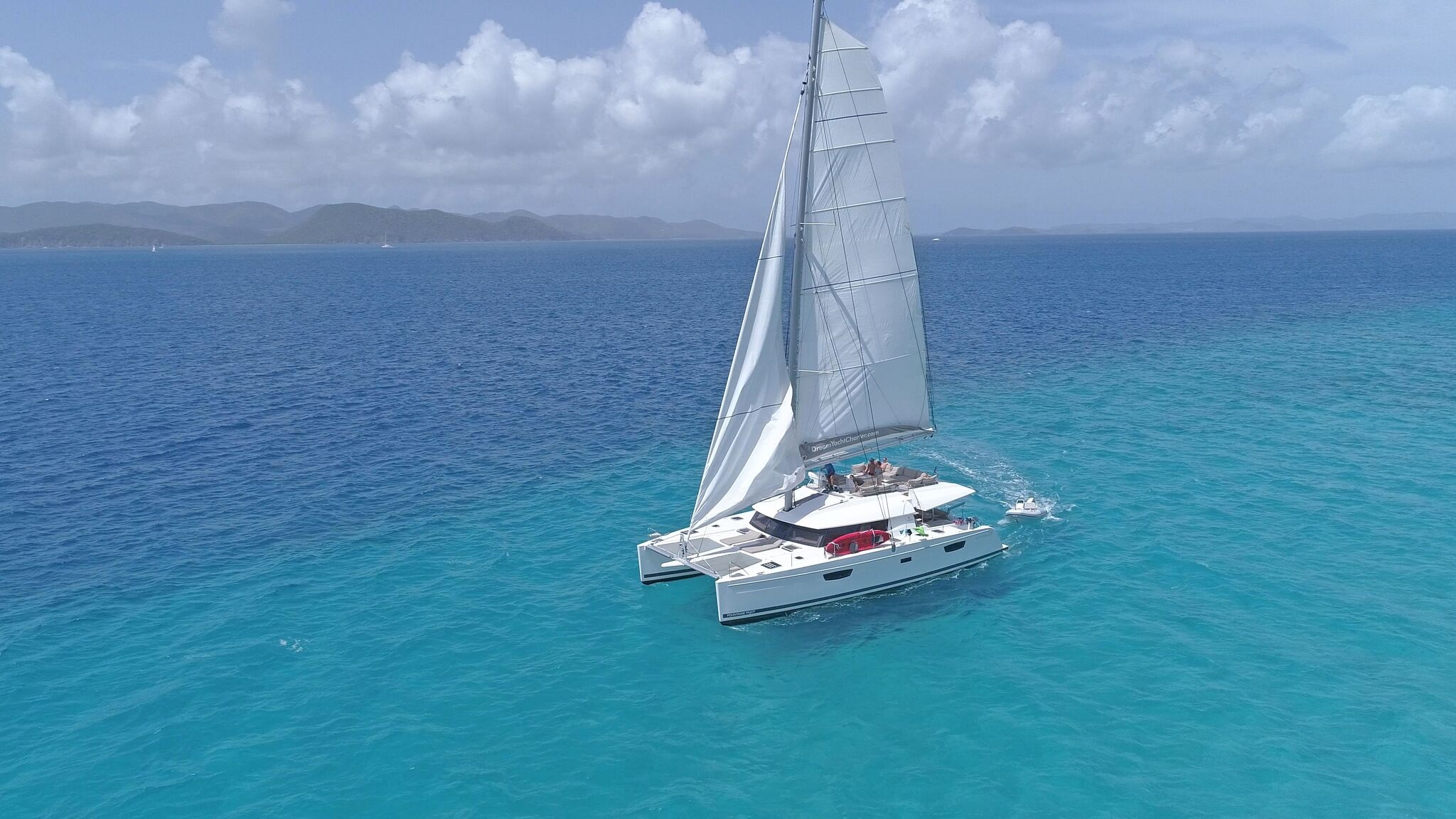 How to Choose the Best Time for a Sailboat Charter Vacation?